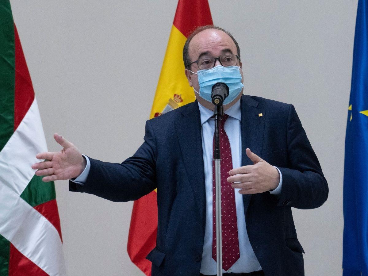 El ministro de Política Territorial y Función Pública, Miquel Iceta (i), durante la inauguración oficial del Edificio de la Antigua Aduana de Bilbao, a 3 de junio de 2021, en Bilbao, Euskadi (España).