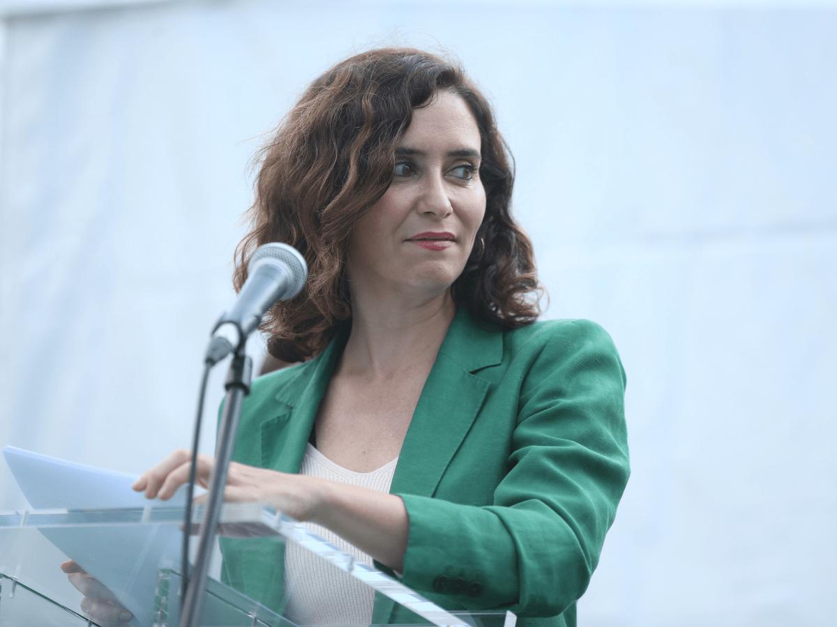 La presidenta de la Comunidad de Madrid, Isabel Díaz Ayuso, interviene en la inauguración de la sexta edición de la Feria del Vehículo Eléctrico de Madrid 2021