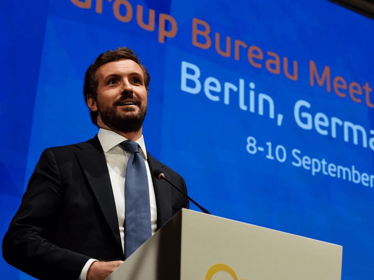El líder del PP, Pablo Casado, asiste a un encuentro de líderes del PPE en Berlín. Allí coincide con la canciller Angela Merkel.