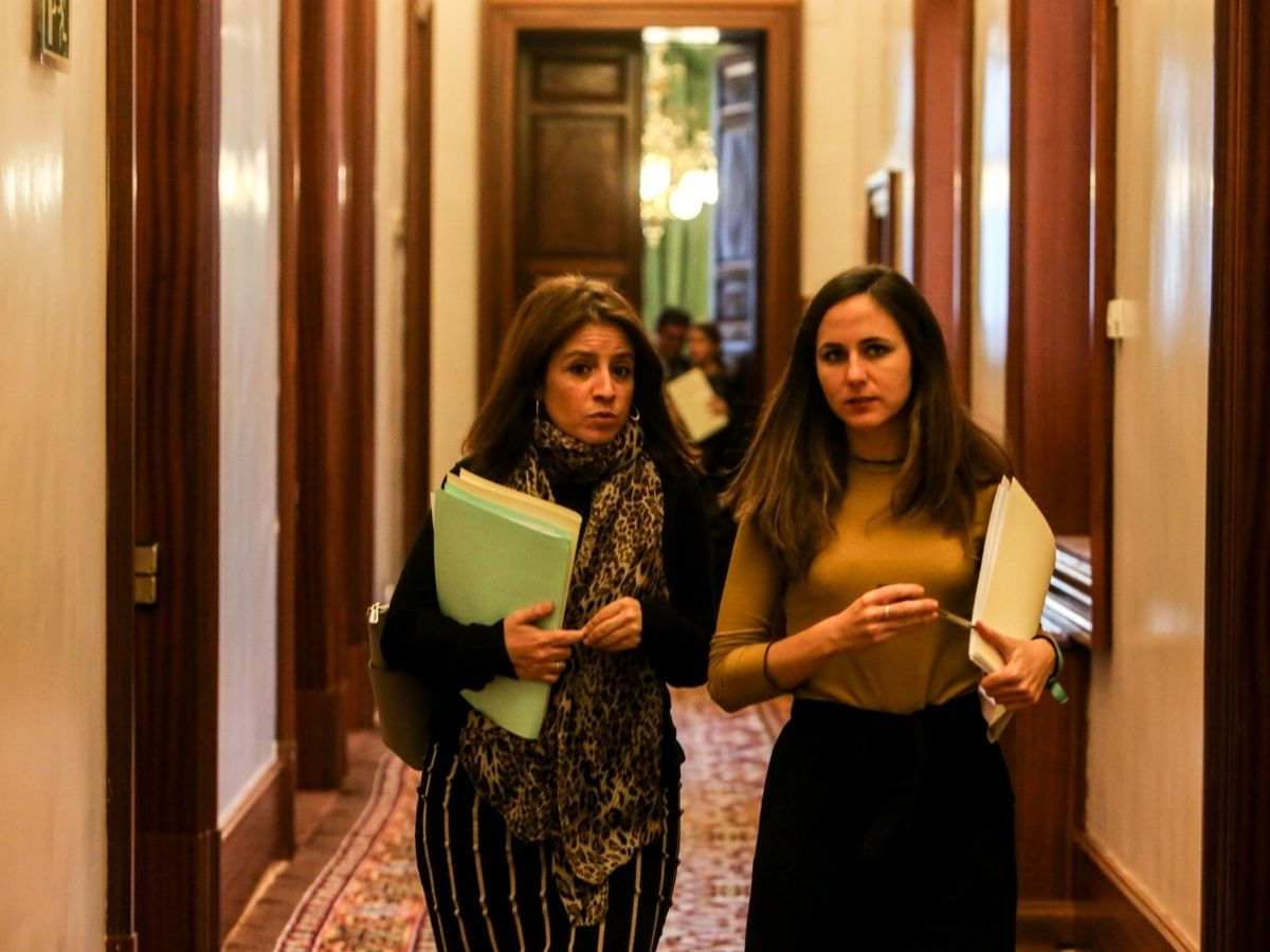 La portavoz del Grupo Socialista, Adriana Lastra, y la de Unidos Podemos, Ione Belarra